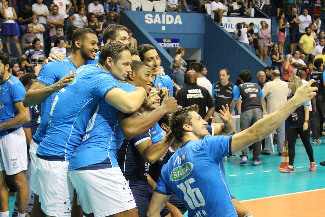 Sada Cruzeiro selfie