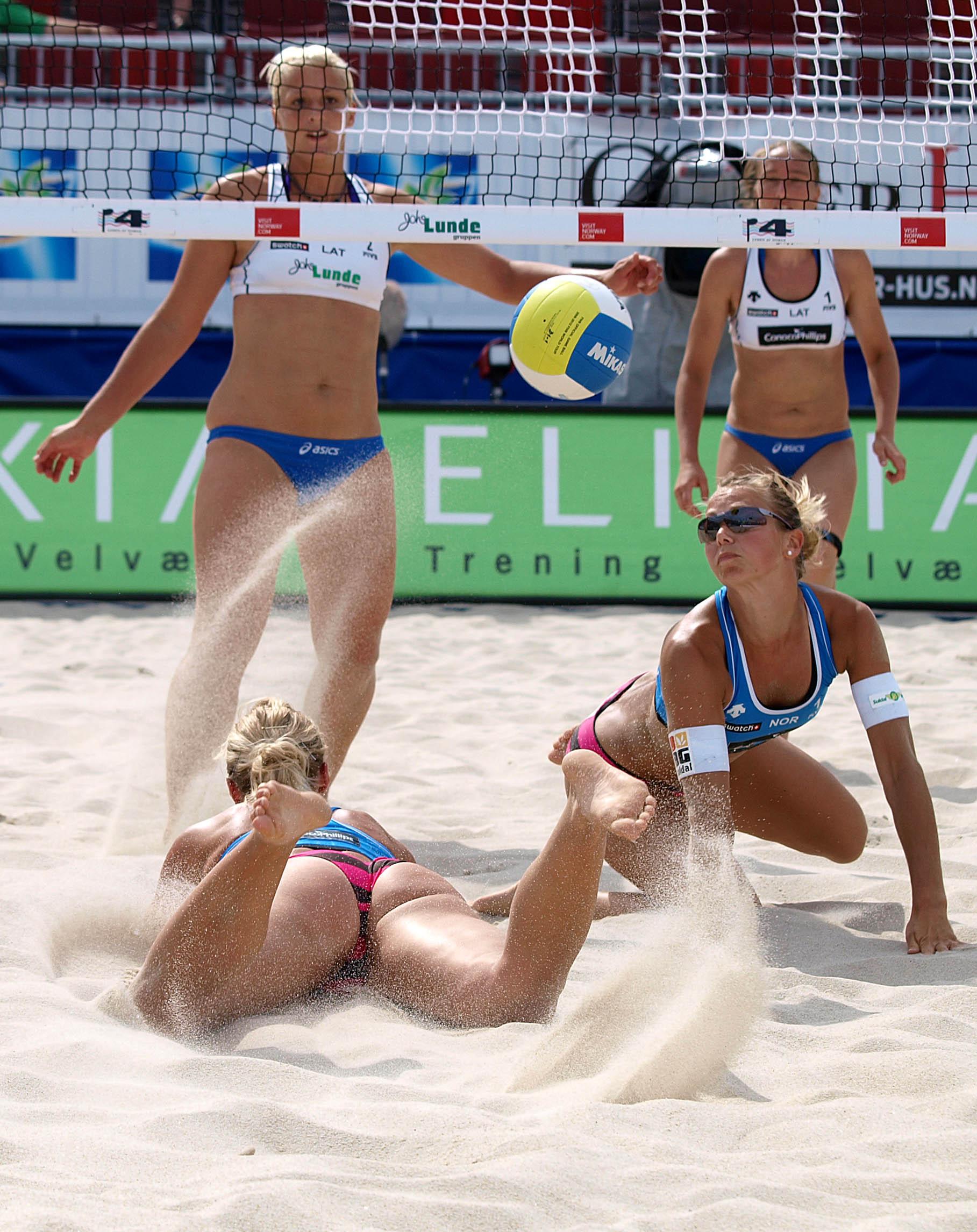 Эротические фото в женском пляжном волейболе 8 фотография