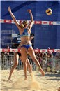 Fendrick (USA) tries a block during the Country Quota match against Hochevar/Fopma