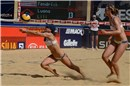 Hanson (USA) digs for the Mikasa