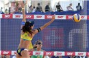 May-Treanor (USA) look at the Mikasa that Talita (BRA) dosn\'t reach