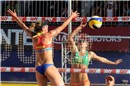 Ross (USA) didn\'t reach the Mikasa after Larissa\'s (BRA) attack