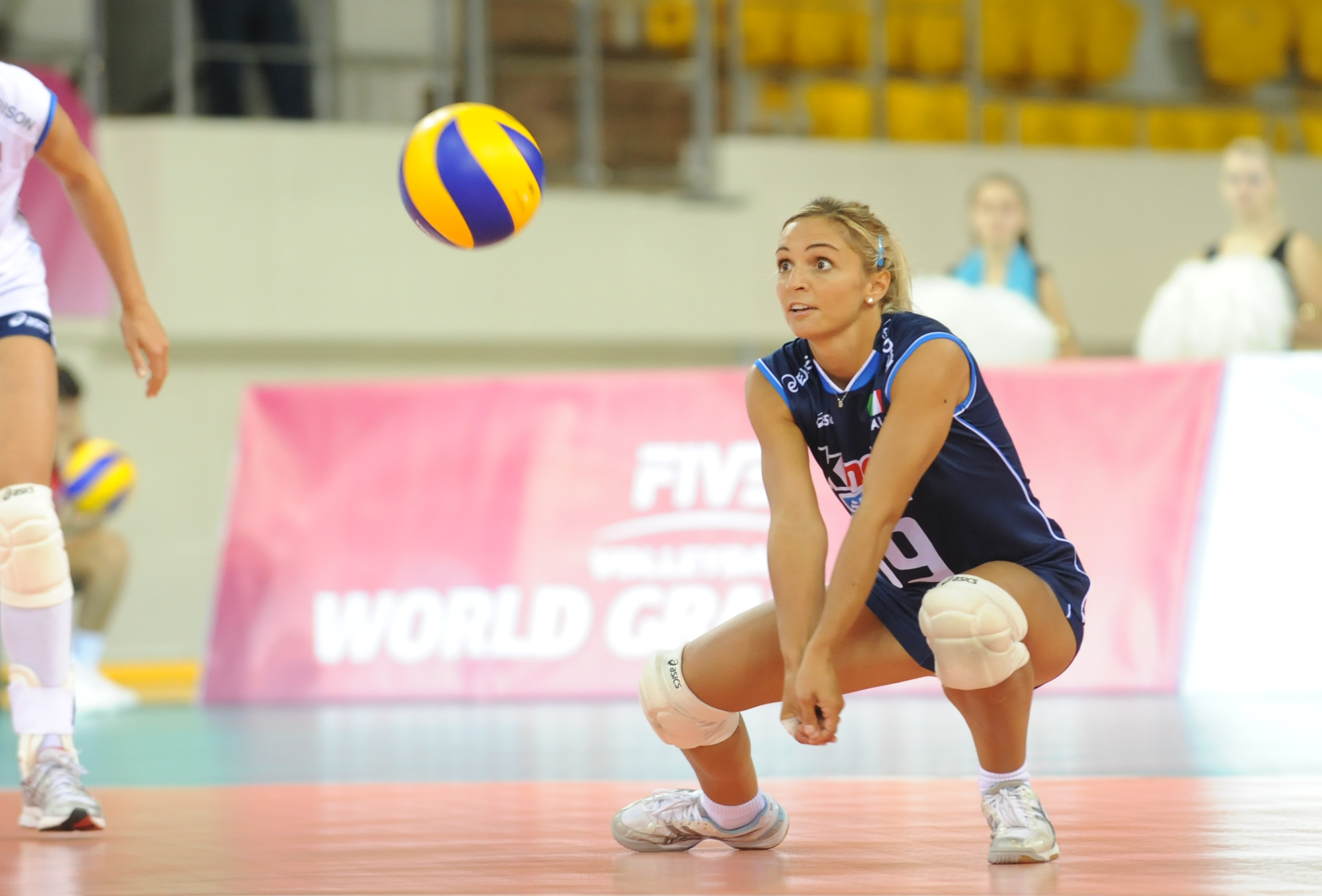 how to pass a volleyball Objectives: practice the transition from serve receive to hitting starting from left to right the hitters give the passer in line with them down balls.