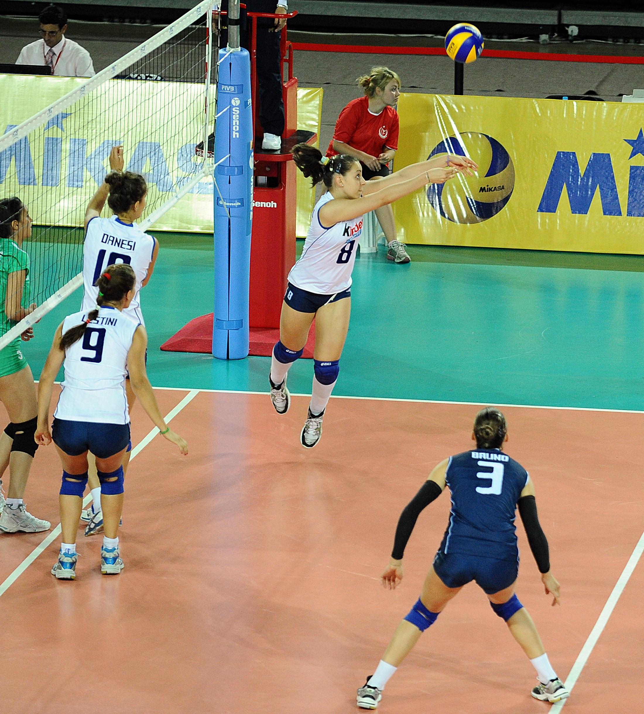 Italie Chiara Scacchetti (# 8) reçoit