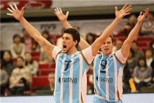 Conte y Quiroga festejan el triunfo