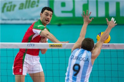 Quiroga bloquea a Nikolov