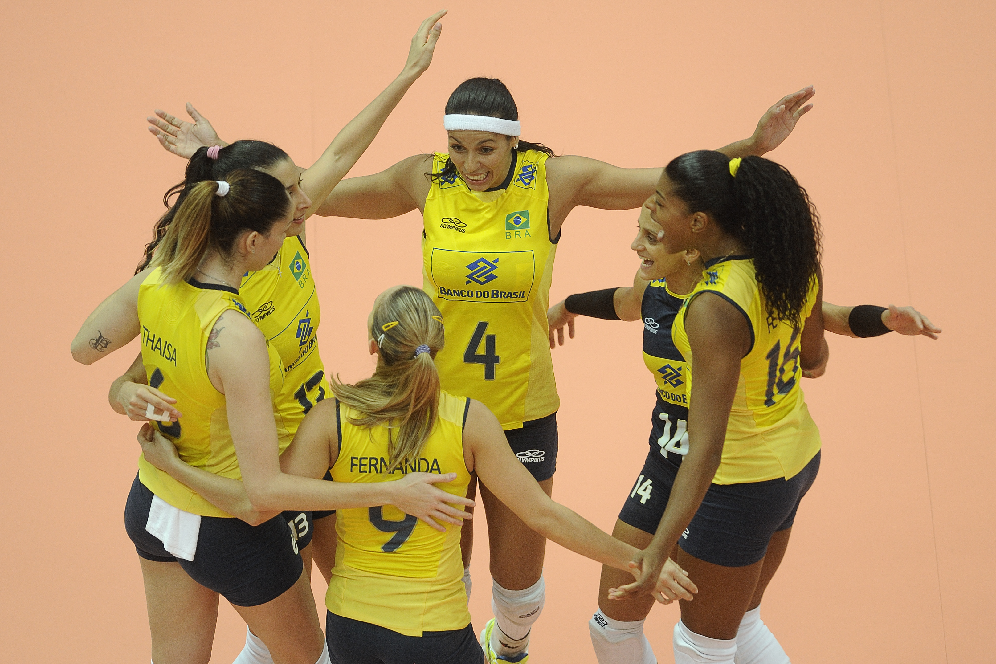 Brazil celebrate the second set win
