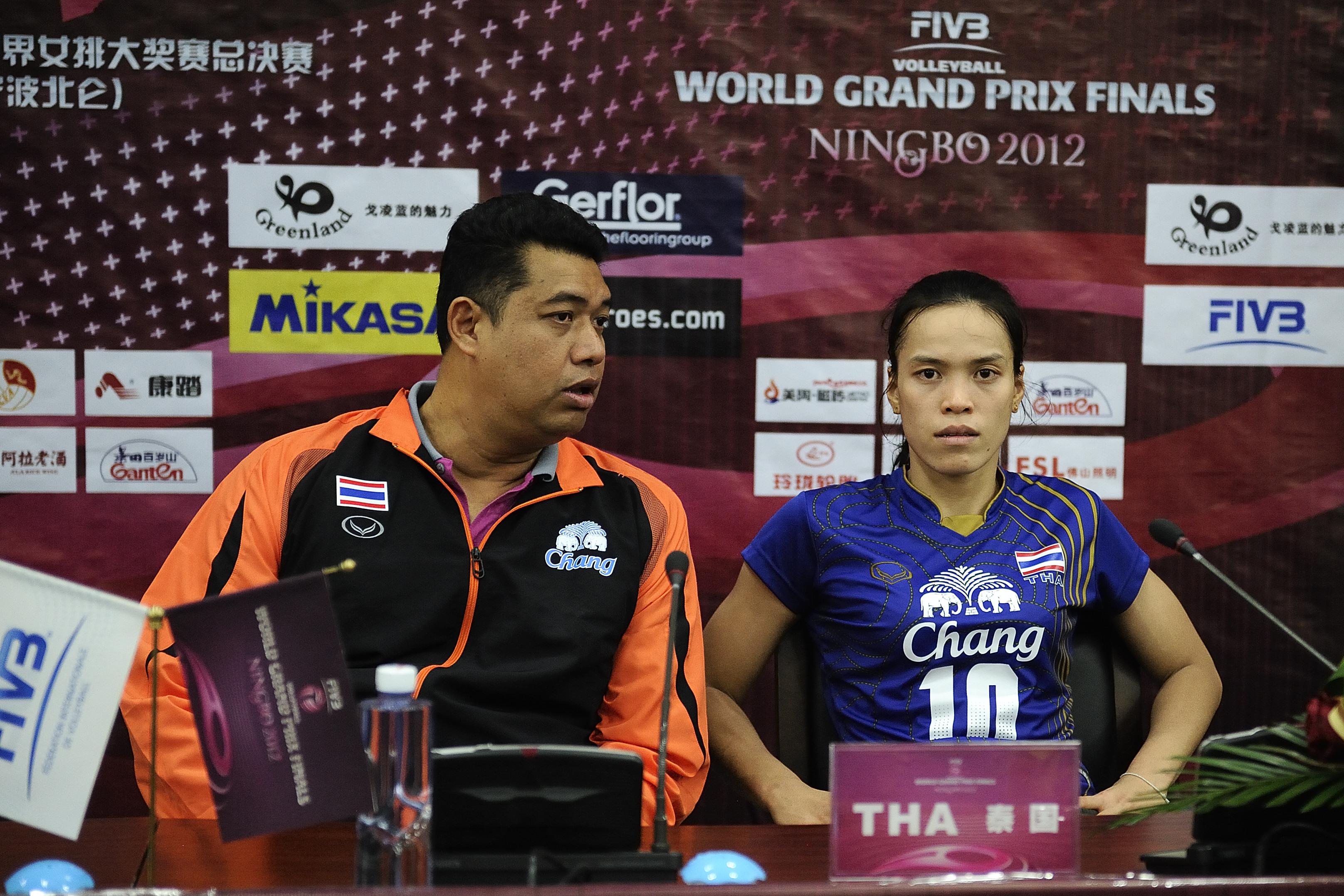 Head coach Kiattipong Radchatagriengkai, Captain Wilavan Apinyapong