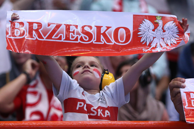 والیبال ایران و لهستان عکس والیبال زنان تماشاگر والیبال زن لهستانی دختران تماشاگر والیبال دختر لهستانی تماشاگران والیبال اخبار والیبال