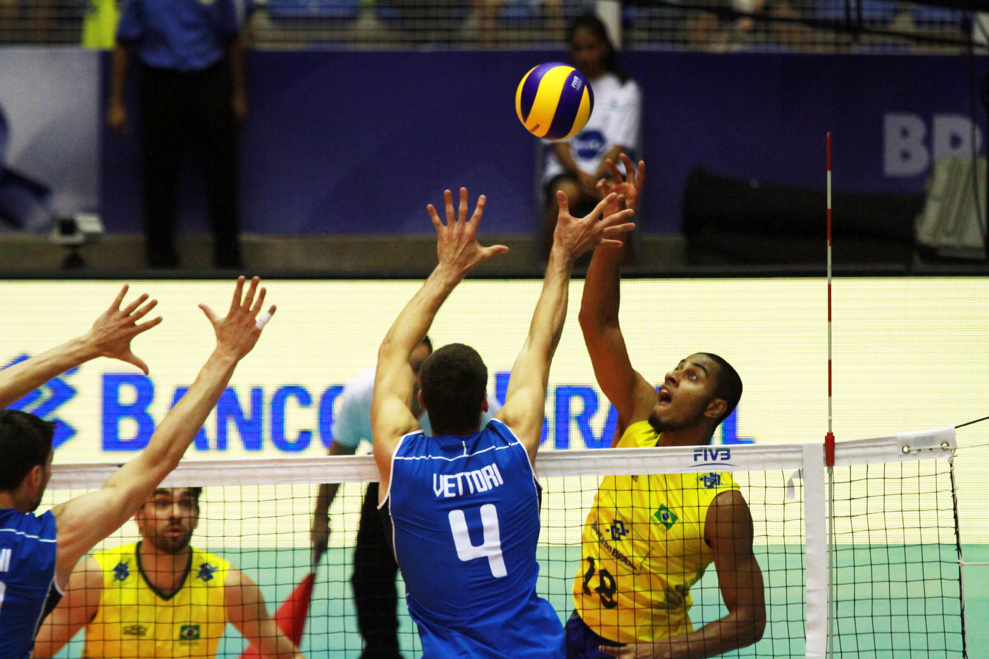 http://www.fivb.org/Vis2009/Images/GetImage.asmx?No=201489981&maxSize=960