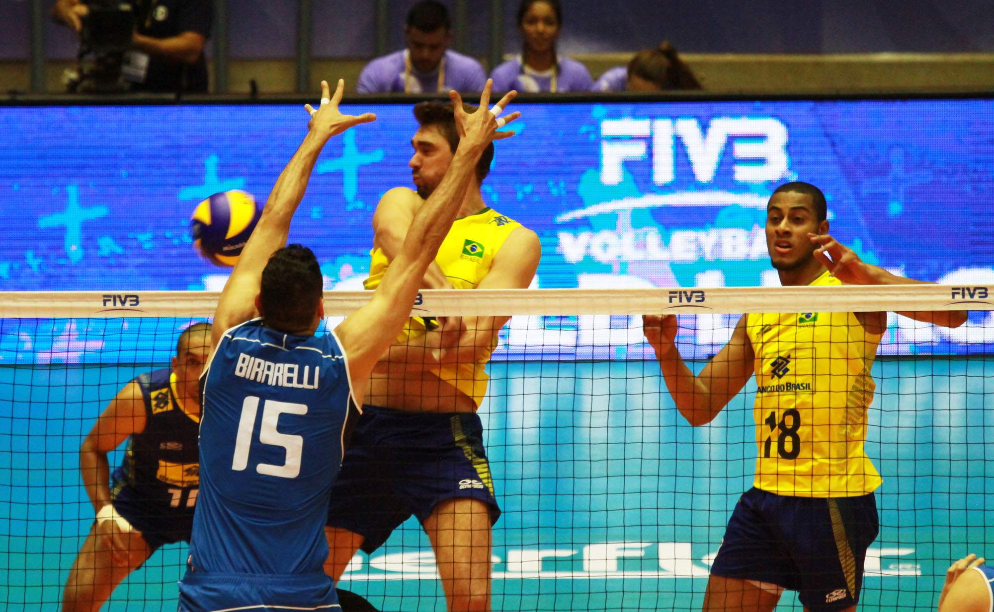 http://www.fivb.org/Vis2009/Images/GetImage.asmx?No=201489984&maxSize=960