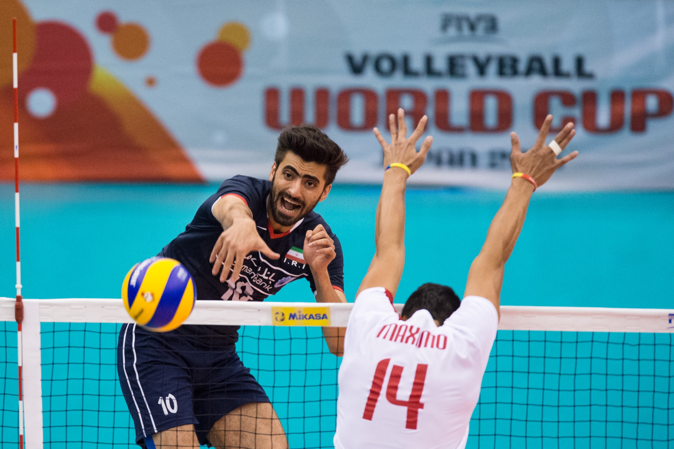 http://www.fivb.org/Vis2009/Images/GetImage.asmx?No=201516985&width=900&height=600&stretch=uniform