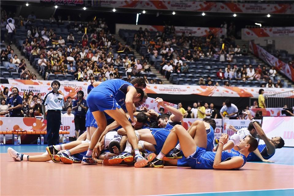 Скуадра празднует получение олимпийской лицензии