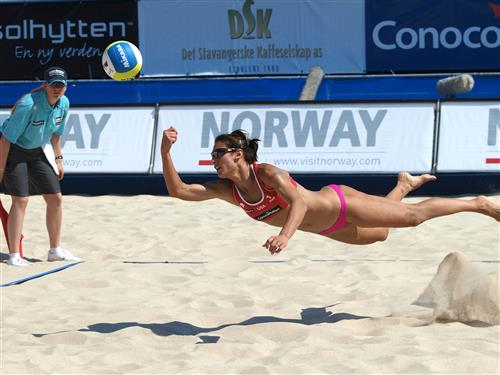 American Angie Akers stretches for the Mikasa in an elimination win Friday against Germany