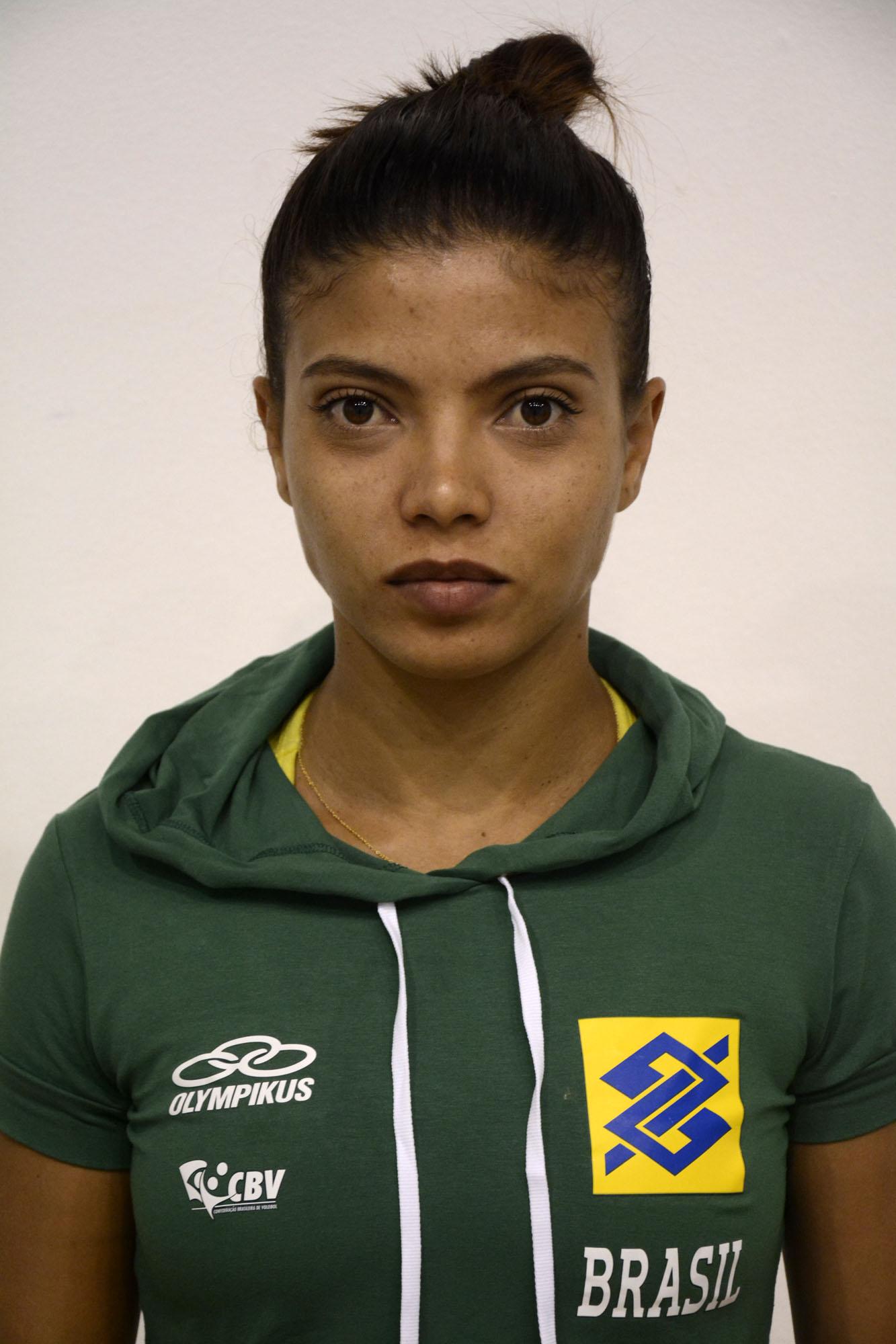 Leia Henrique Da Silva Nicolosi