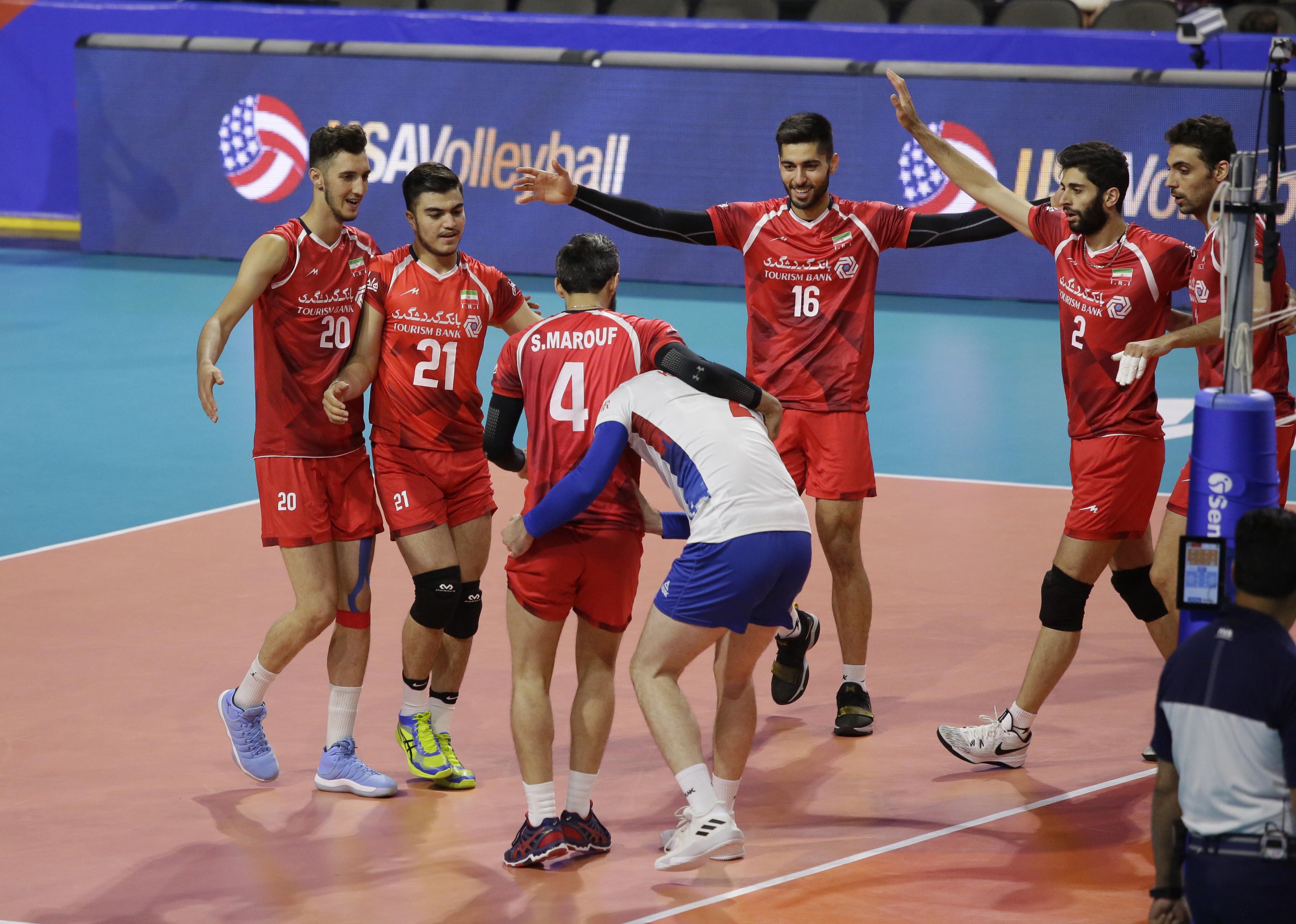 تیم ملی والیبال ایران در دومین بازی از هفته چهارم لیگ ملتهای والیبال ۲۰۱۸ و در شهر شیکاگو کشور آمریکا به مصاف صربستان رفت و با نتیجه ۳ بر ۲ از این تیم شکست خورد.